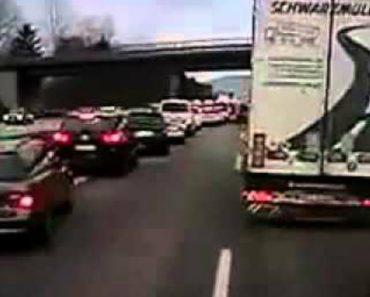 Como Os alemães Reagem Quando Vêem Uma Ambulância!!! 9