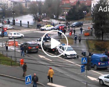 Na Roménia é Assim Que Se Faz Quando Um Carro Da Polícia Está Mal Estacionado 3