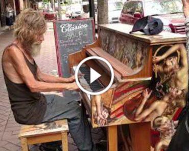 Sem Abrigo Fica Célebre Nas Redes Sociais Por Causa Deste Vídeo, Onde Toca Piano De Forma Maravilhosa 9
