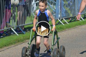 Menino De 8 Anos Com Paralisia Cerebral Termina Triatlo e Emociona Público 8