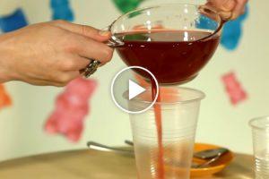 Com 2 Copos De Plástico e Gelatina é Possível Criar a Peça Perfeita Para Qualquer Festa 10