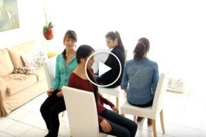 4 Jovens Sentam-se De Forma Estranha, Mas Quando Retiram As Cadeiras, Algo Surpreendente Acontece 10