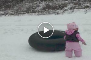 O Objetivo Era Filmar a 1ª Vez Da Sua Bebé Na Neve, Mas Veja o Que Acontece A Seguir 10