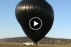 Homem Cria Balão De Ar Usando Sacos Do Lixo, Fita Adesiva e Ventoinha Doméstica 7