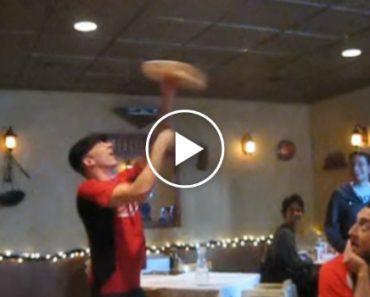 Clientes De Restaurante Assistem a Incrível Exibição De Malabarismo Com Massa De Pizza 5