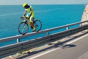 As Mais Loucas Manobras Com Uma Bicicleta De Estrada 10