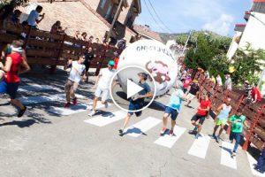 Aldeia Espanhola Substitui a Tradicional Corrida De Touros Por Bolas Gigantes 10