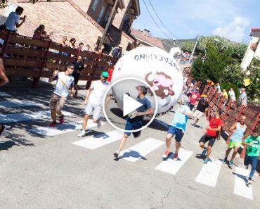 Aldeia Espanhola Substitui a Tradicional Corrida De Touros Por Bolas Gigantes 2