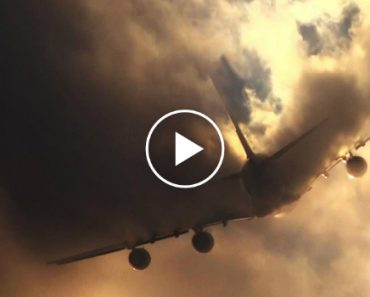 Imagens Impressionantes De Um Avião Airbus A380 Da Emirates a Atravessar As Nuvens 2