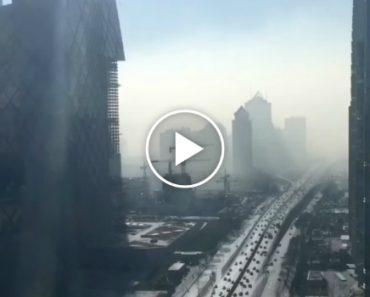 Impressionante Vídeo Mostra Pequim a Ficar Coberta De Poluição Com a Chegada Dos Automóveis 5