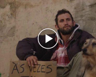"""Sem-Abrigo Em Lisboa Foi """"Filmado"""" a Dar a Única Comida Que Tem Ao Seu Cão 9"""