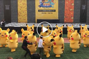 Estranho Momento Em Que Um Pobre Pikachu é Arrastado Para Fora Do Palco Durante Atuação 9