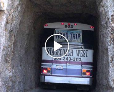 Habilidade De Motorista é Posta à Prova Ao Ter De Passar Por Estreito Túnel De Pedra 2