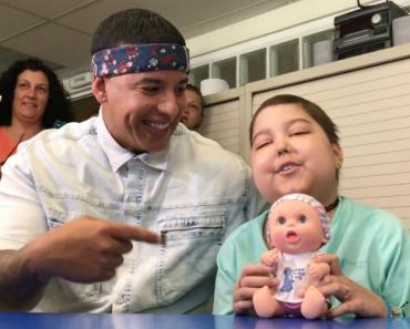 Daddy Yankee Canta Despacito Com Pequena Fã Doente e Internada No Hospital 1