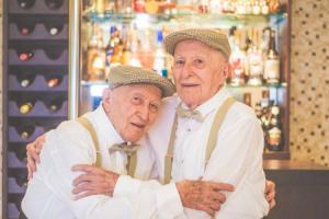 Fantástica Sessão Fotográfica Regista o Companheirismo De Dois Irmãos Gémeos Com 97 Anos 8
