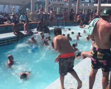 Vídeo Mostra Como é Estar Na Piscina De Um Cruzeiro Quando o Mar Está Agitado 7