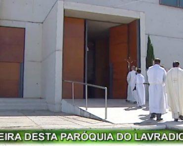 """Mulher """"Possuída"""" Assusta Padre Durante a Missa De Domingo Da TVI 7"""