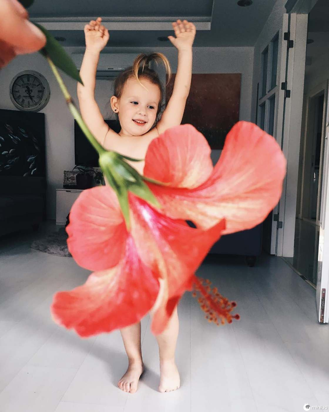 Mãe e Filha De 3 Anos Fazem Sucesso No Instagram Com Os Seus Criativos Vestidos 12