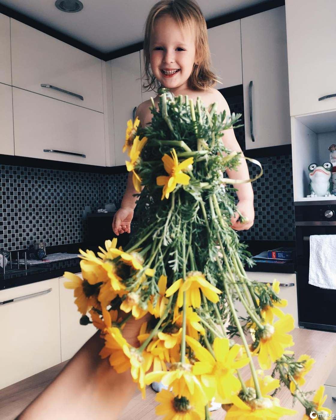 Mãe e Filha De 3 Anos Fazem Sucesso No Instagram Com Os Seus Criativos Vestidos 13