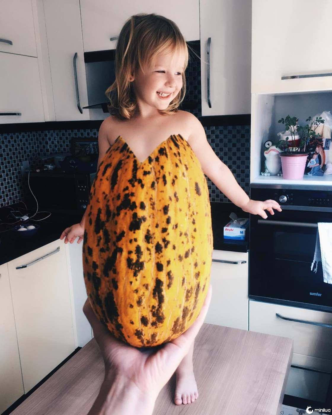 Mãe e Filha De 3 Anos Fazem Sucesso No Instagram Com Os Seus Criativos Vestidos 16