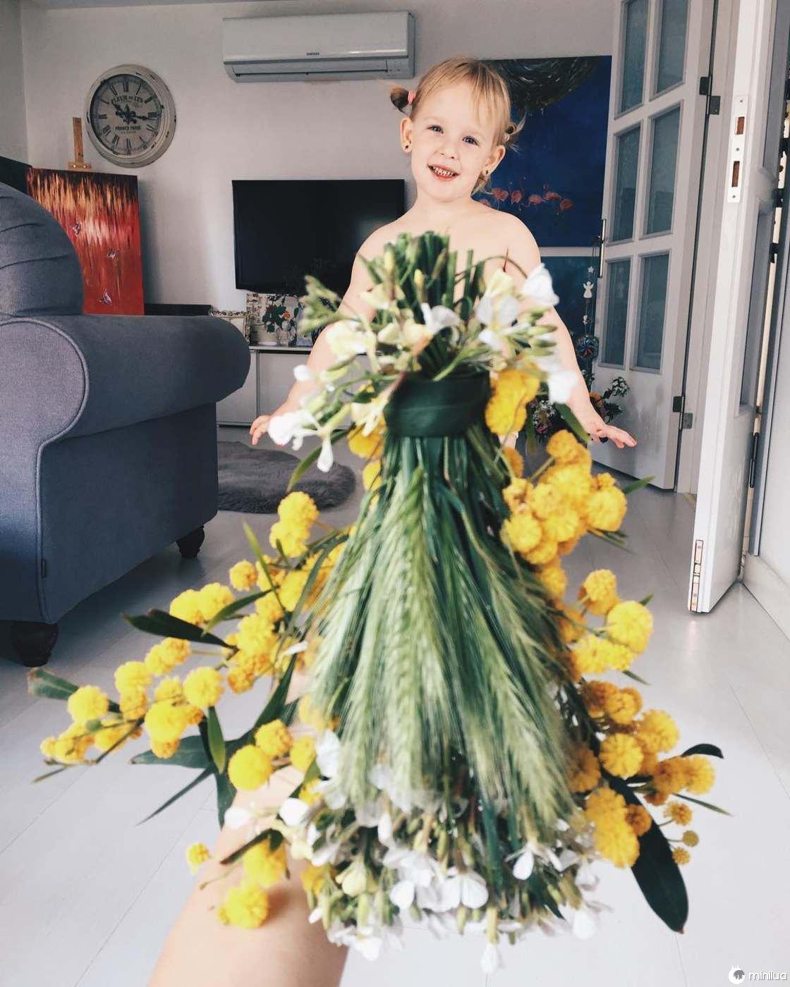 Mãe e Filha De 3 Anos Fazem Sucesso No Instagram Com Os Seus Criativos Vestidos 3