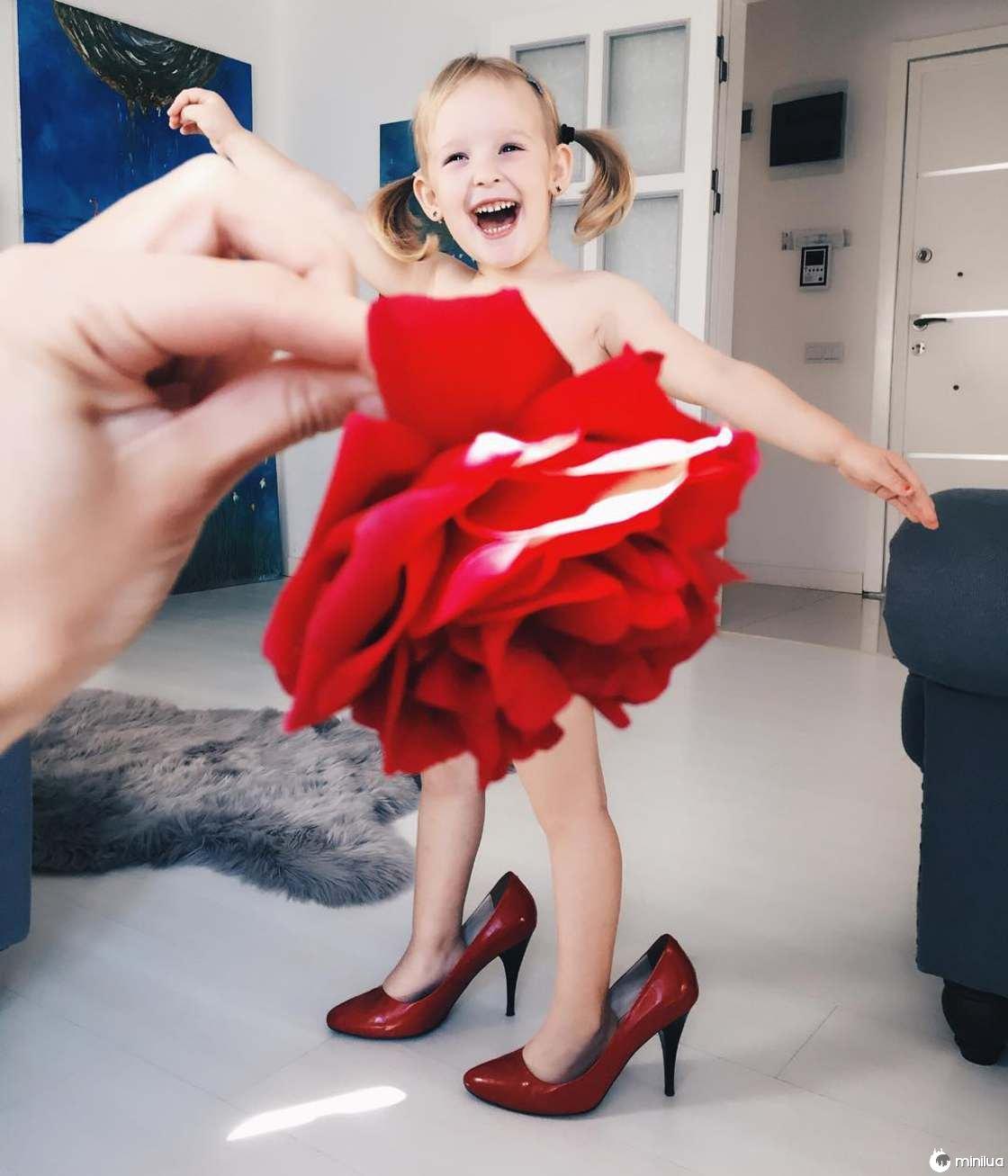 Mãe e Filha De 3 Anos Fazem Sucesso No Instagram Com Os Seus Criativos Vestidos 9