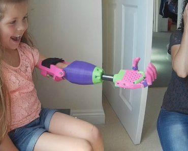 Menina De 8 Anos Recebe o Melhor Presente De Todos, Um Braço Colorido Impresso Em 3D 1