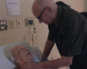 Momento Adorável Em Que Marido Canta Para a Sua Esposa De 93 Anos Nos Seus Últimos Dias De Vida 1