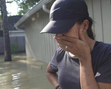 Imagens Impressionantes Mostram o Regresso a Casa De Uma Família Após Furacão Harvey 6