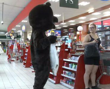 Rémi Gaillard Volta a Fazer Das Suas Desta Vez Na Pele De Um Urso 3