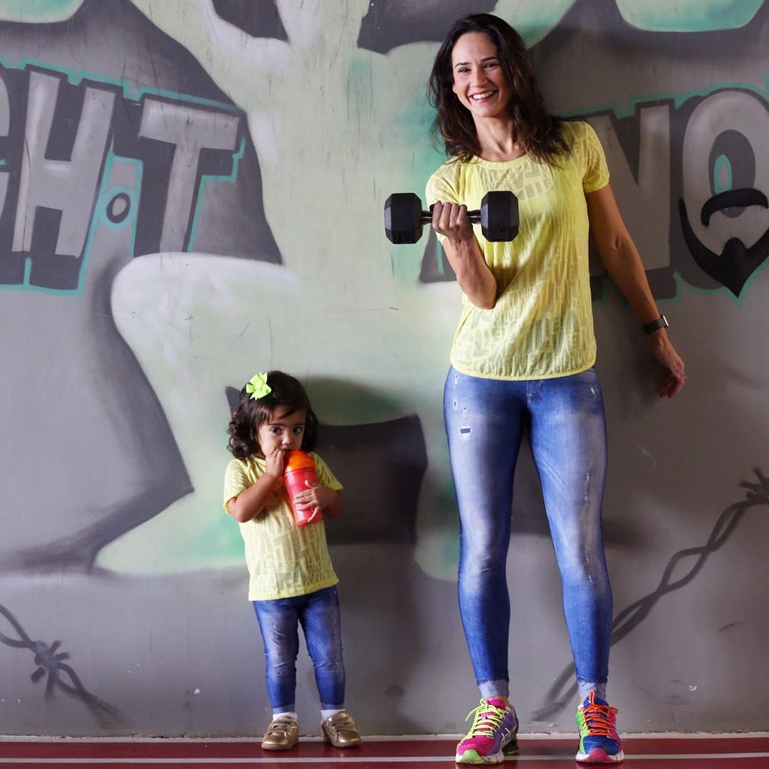 Mãe De 42 Anos Com 7 Filhos Faz Sucesso Na Internet Com Forma Física Invejável 5