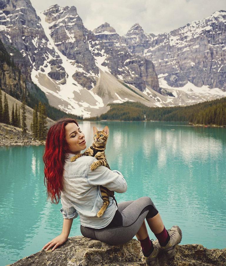 Conheça Suki... a Gatinha Que Adora Viajar Pela Montanha! 13
