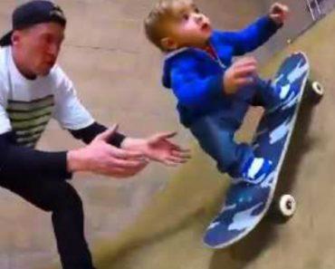 Este Bebé Mal Sabe Andar Pelo Seu Próprio Pé, Mas Já é Um Profissional No Skate! 6