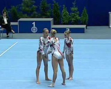 Sob o Olhar Atento Do Público, Atletas Fazem Impressionante Coreografia 1
