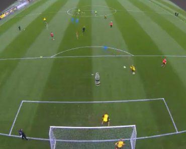 Raphaël Guerreiro Marca Golo Épico No Treino Do Borussia Dortmund 4