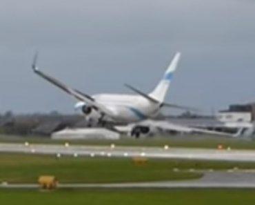Avião Quase Sofre Acidente Ao Tentar Aterrar Com Fortes Ventos Que Atingiram 180 Km/H 1