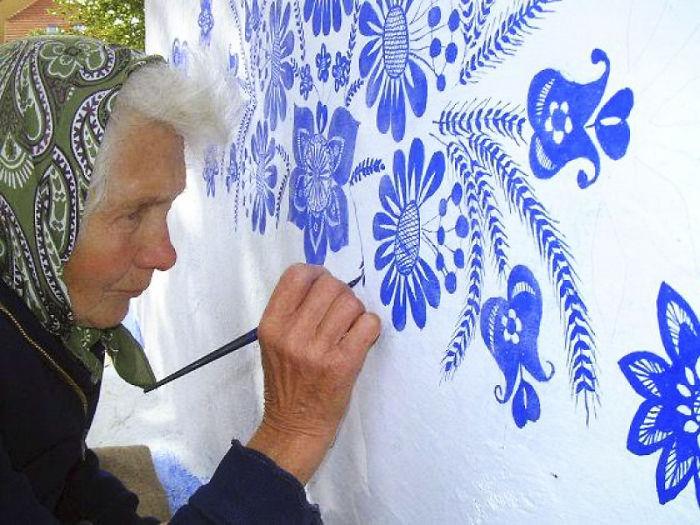 Idosa De 90 Anos Dedica-se a Dar Vida Às Paredes Da Sua Cidade 1