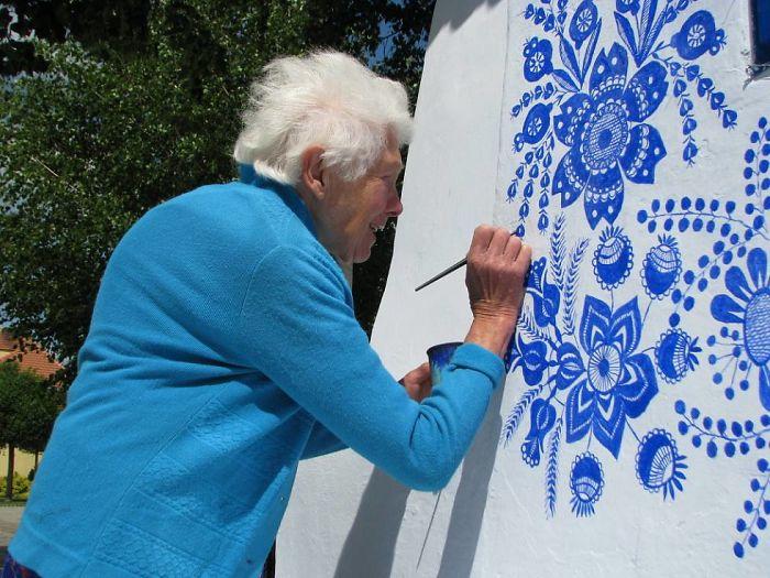 Idosa De 90 Anos Dedica-se a Dar Vida Às Paredes Da Sua Cidade 9