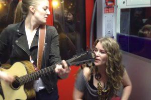 Jovens Deslumbram No Metro De Frankfurt Com Música De Prince 6