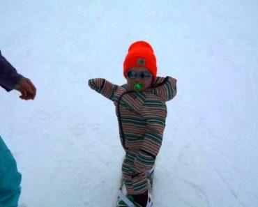 """Bebé Com 14 Meses Ainda De Chupeta Faz Snowboard Como Um """"Profissional"""" 6"""