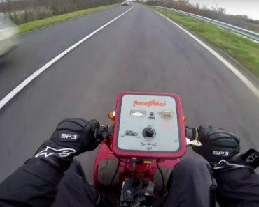 Scooter Elétrica De Mobilidade Reduzida Transformada Em Veloz Veículo Atingindo Mais De 100 Km/H 1