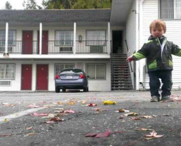 Adorável Menino De 2 Anos Mostra Os Seus Movimentos De Dança 5
