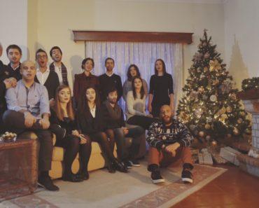 Grupo De Jovens Portugueses Canta Arrepiante Medley De Natal 6