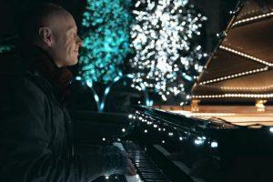 Pianista Faz Magnifico Espetáculo Musical Ao Sincronizar 500 000 Luzes De Natal Com o Seu Piano 5