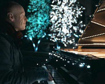 Pianista Faz Magnifico Espetáculo Musical Ao Sincronizar 500 000 Luzes De Natal Com o Seu Piano 4