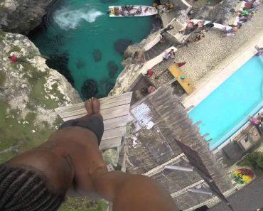 Corajoso Jamaicano Grava Perigoso Salto Para a Água 1