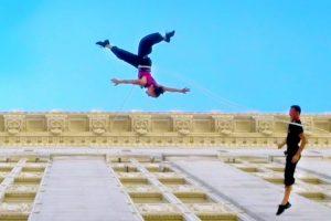 Bailarinos Dançam Valsa Na Parede De Um Edifício De 18 Andares 31