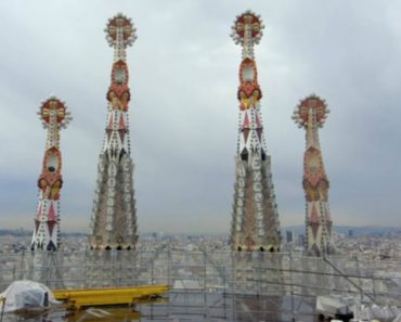 Vídeo Revela Como Irá Ficar a Sagrada Família Em 2026 6