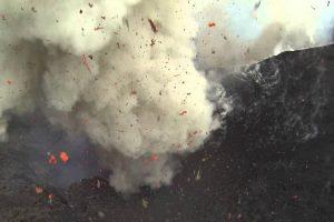 Drone Capta Imagens Impressionantes De Vulcão Em Erupção 8