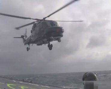 A Espetacular Arte De Pousar Um Helicóptero Num Navio Em Alto-Mar 3